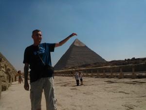 Mangaind o piramida pe crestet