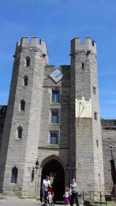 Intrarea in Castel