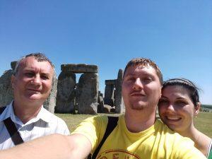 Cu baiatul si cu nora la Stonehenge